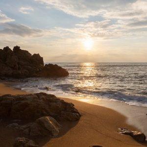 Atardecer en la Playa de Las Rocas en el Maresme en Catalunya