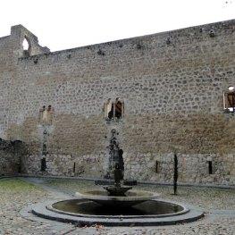 Vista exterior del castillo de la Piedra Bermeja en Brihuega en Guadalajara