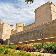 Vista exterior del Castillo de Santiago en Sanlúcar de Barrameda