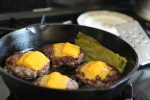 Eisenpfanne Grillgerichte zubereiten