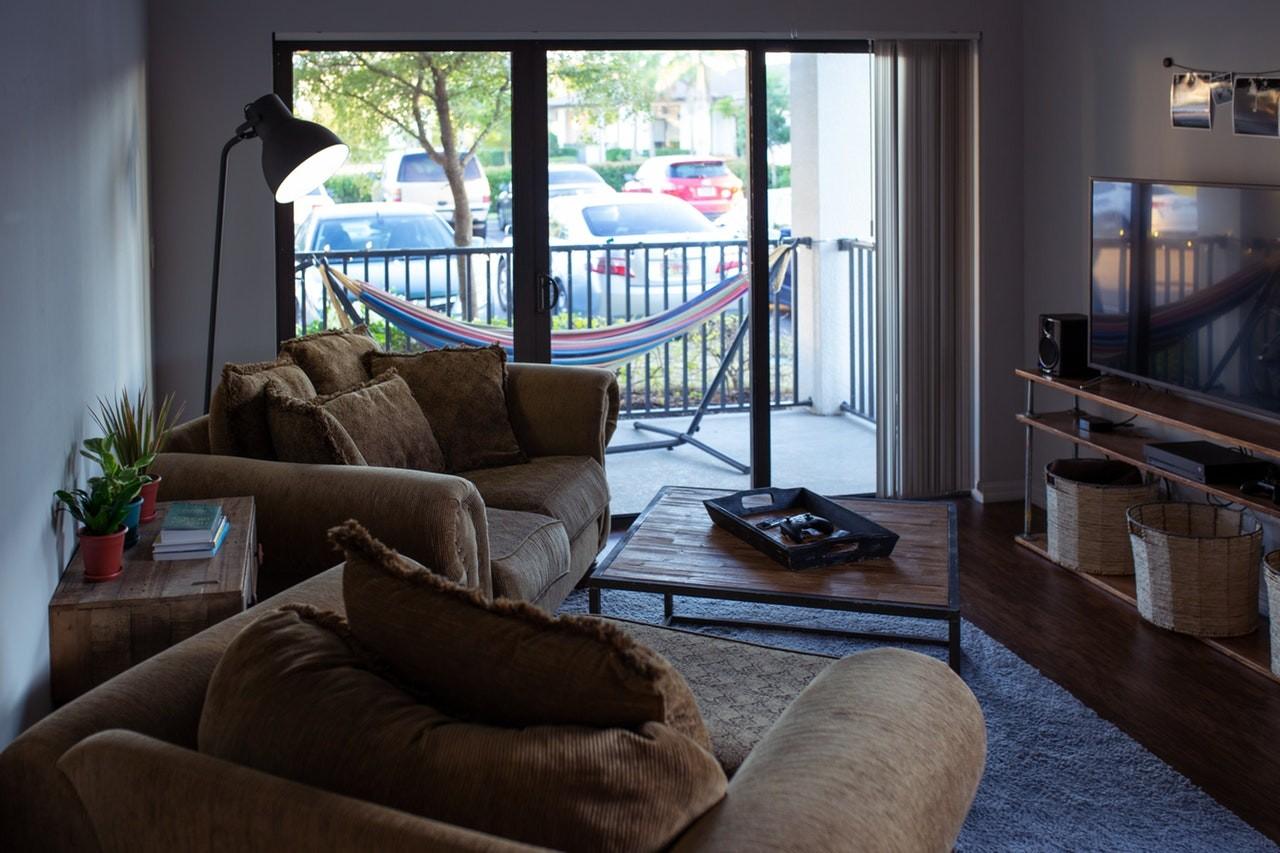Weil Akkustaubsauger so kompakt und leicht gebaut sind, eignen sie sich auch für kleine, verwinkelte Wohnungen.