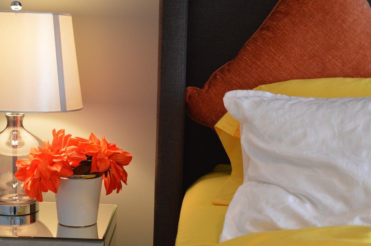 Auch wichtig für wandhängende Nachttische, ist eine schöne Dekoration die für das richtige Ambiente sorgt.