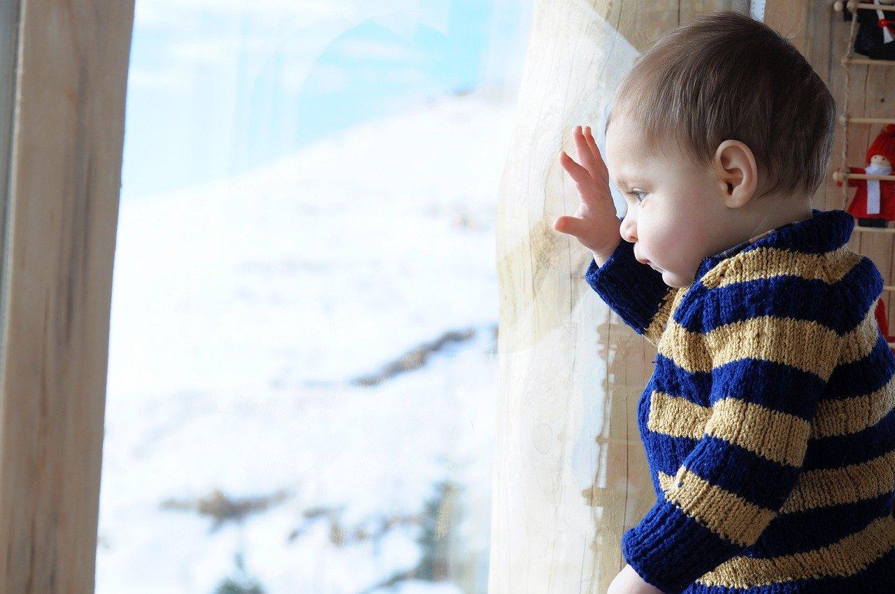 Mit einem guten Baby Schneeanzug, kann Dein Baby auch im Winter draußen spielen, ohne zu frieren. Gute Modelle sind sehr Wasserdicht und halten auch über Stunden warm.