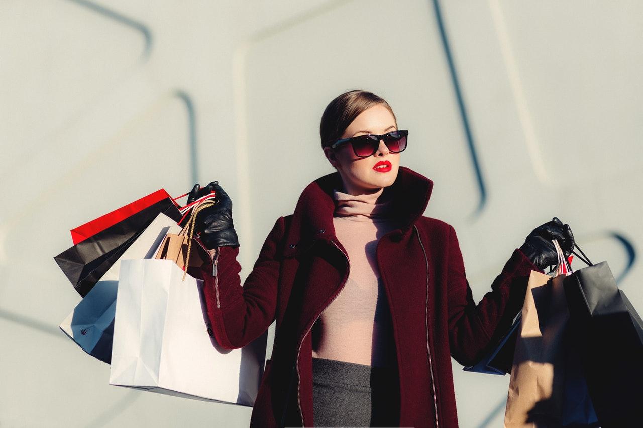 Mit einem Einkaufstrolley musst Du keine Tüten mehr schleppen. Das schon die Umwelt und erleichtert den Transport.