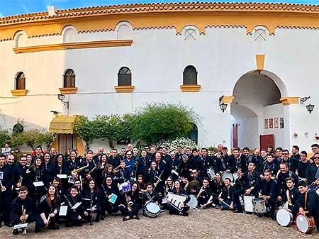 banda cabecera plaza toros foto familia