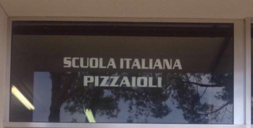 No, seriamente... meglio fare il pizzaiolo che il chirurgo, oggigiorno.