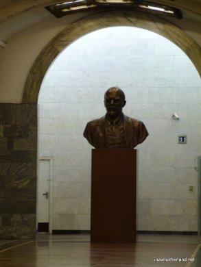 A statue of grandfather Lenin.