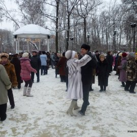 Sweeties. There were lots of couples dancing on the ice in the park. These guys were my favourite