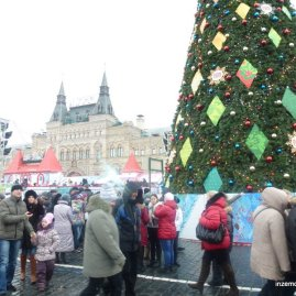 The 3 million (dollar? ruble?) tree, with Gum in the background.
