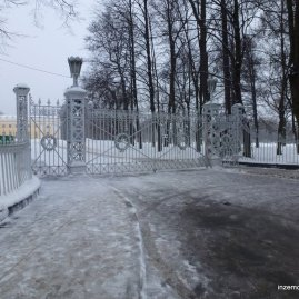 """That's a sweet gate"" you might say. At the entrance to Alexander's Park at Pushkin."