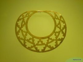 I loved the simplicity yet geometric awesomeness of this necklace.