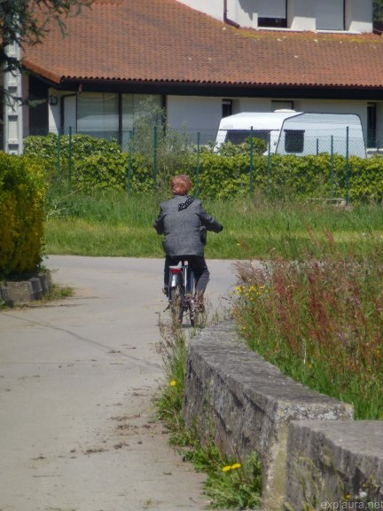 This old lady was bad-ass: she was cycling along in the heat in a full woollen suit.