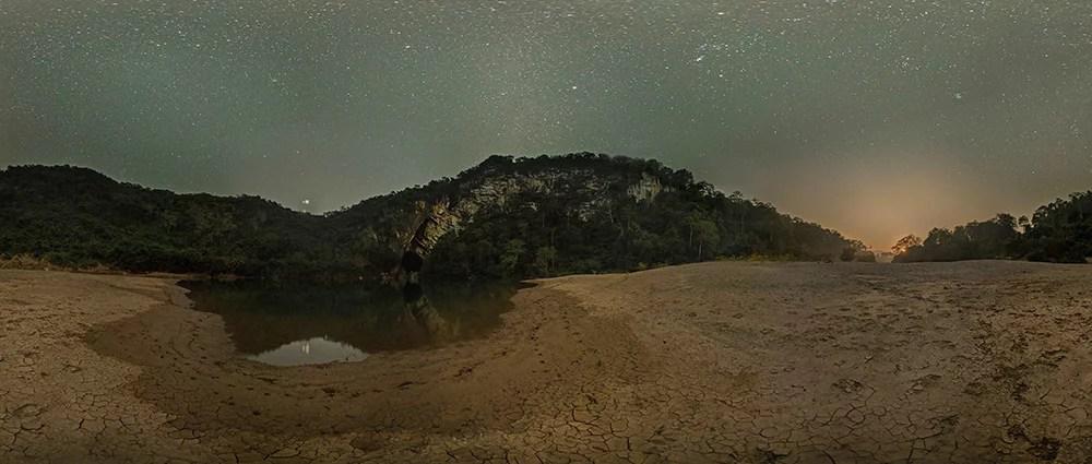 Xe Bangfai by night