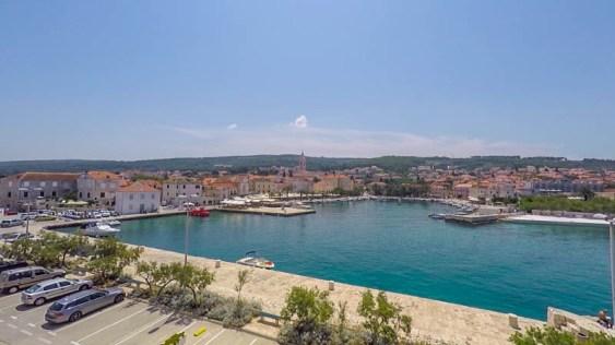 Kroatien Roadtrip: Der Hafen von Supetar