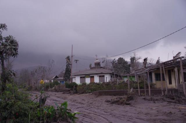 Ash Plume, this village is destroy by ash rain deposite, all of already evacuate and one or dangeroures village at SE Flanks of Pyroclastic flows