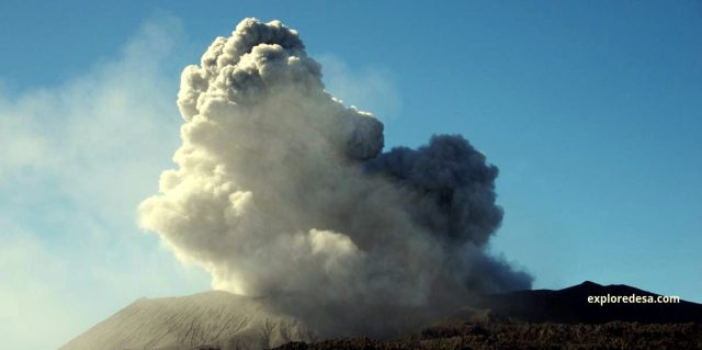 Dukono, one of Indonesia's most active volcanoes, frequently ejects weak ash plumes, and continuesly eruption with magmatic and phreatic eruption with some times made strombolian erupption