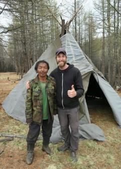 Un Tsaatan et moi devant une orts