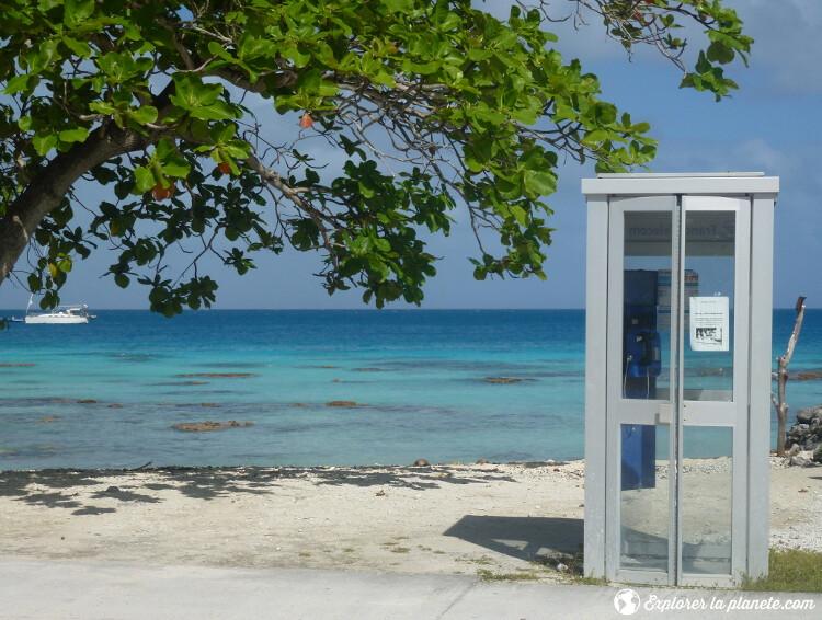 iles-visiter-polynesie-francaise-cabine-telephonique-fakarava