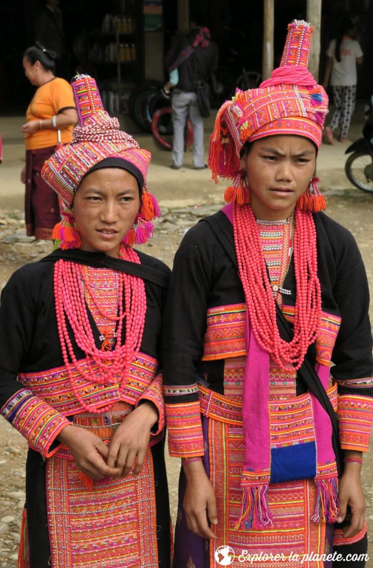 Jeunes filles Akha pala à Pak nam Noi au Nord du Laos