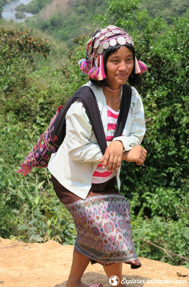 Femme Akha ya-er à Pak nam noi au nord du laos