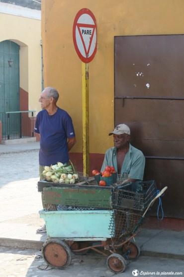 Des vendeurs de légumes.