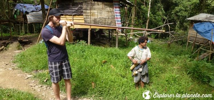 Je chasse avec la sarbacane à Bornéo avec les Kélabits.