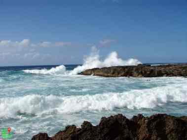 Waves crashing on the rocks on North shore, Hawaii