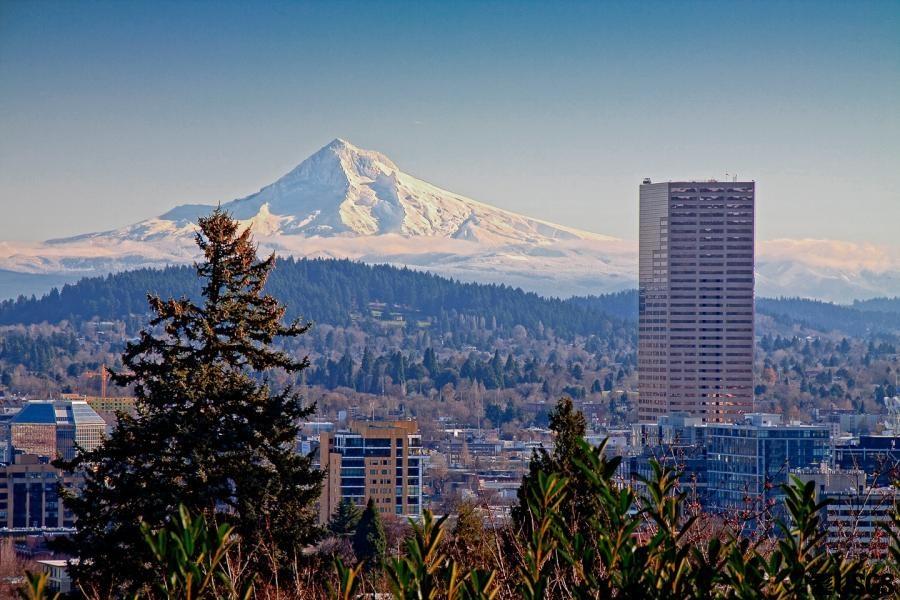 Mt_Hood_Portland_skyline