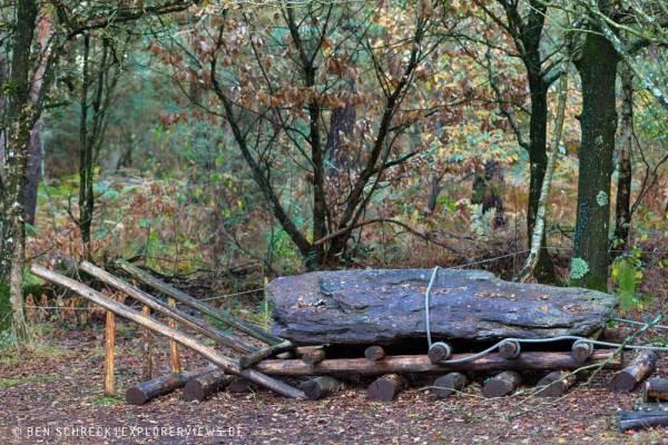 Menhir Monteneuf Holzkonstruktion
