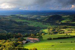 Waldlandschaft im Mittelgebirge Auvergne
