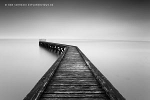 Holzsteg ins Meer 0181