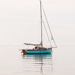 Segelboot am Morgen