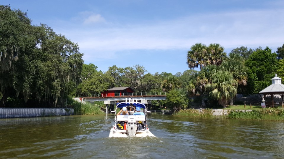 Shows a cat boat on Lake Dora