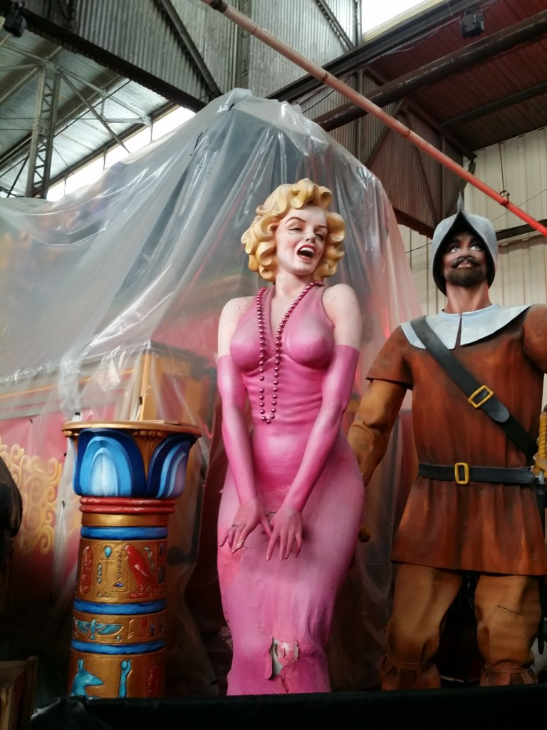 shows a parade float sculpture of Marilyn Monroe