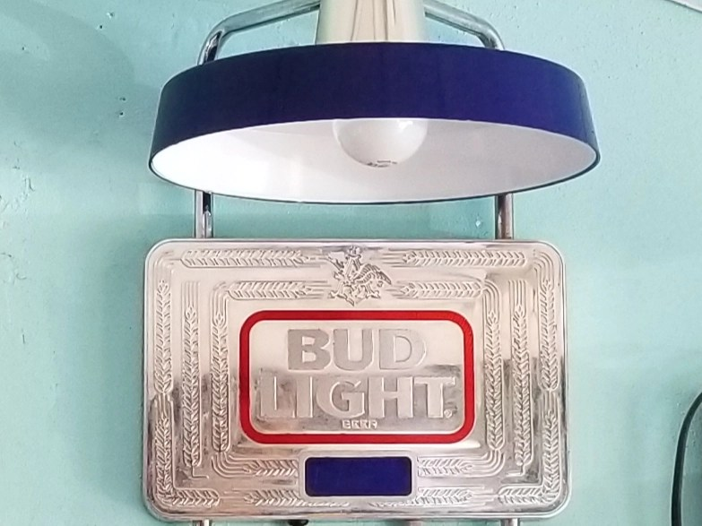 Light up Budweiser sign to decorate your mancave