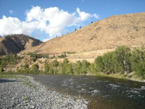 Wiki_1200px-Wenatchee_River_at_Cashmere,_WA_01