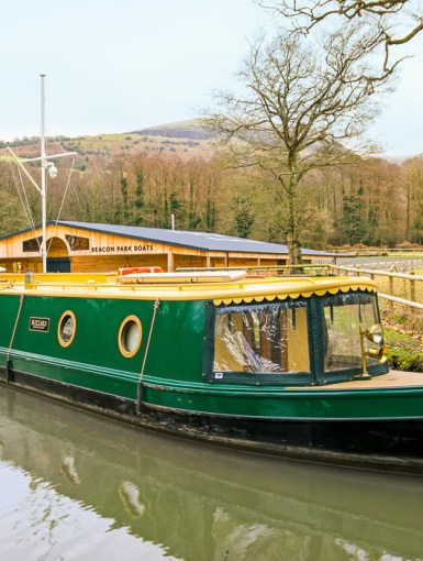 Buzzard Beacon Park Narrowboat for two at The Wharf in Llangattock