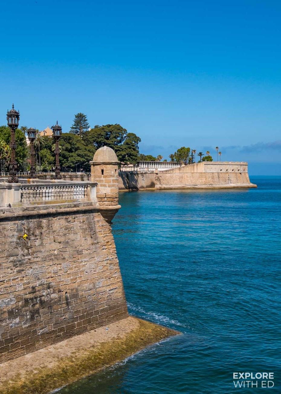 Walking tour of Cadiz along the sea