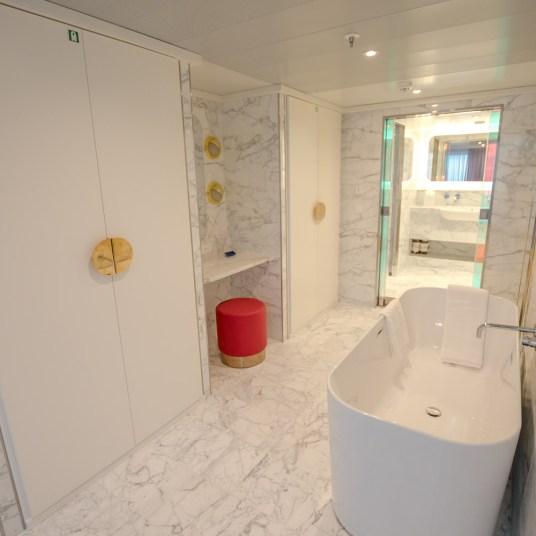 Massive Suite Bathroom Scarlet Lady