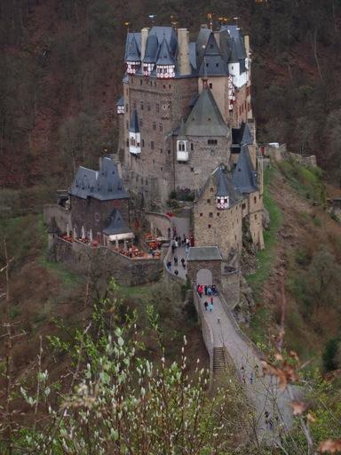 Burg Eltz Vertical