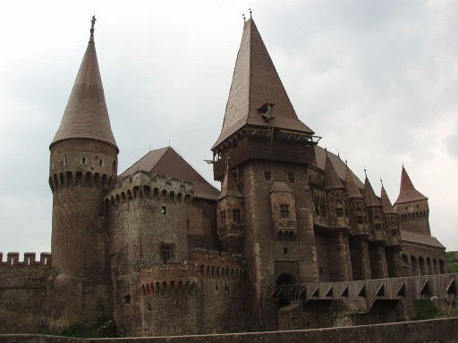 Gothic castles how gothic architecture and fiction for Castle architecture design