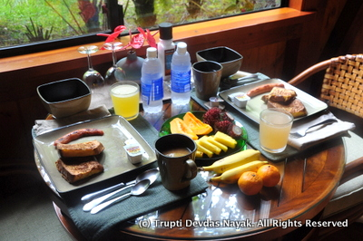 Breakfast-Feast-Volcano-Village-Lodge