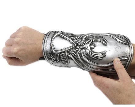 Ezios Hidden Blade Coming to GameStop