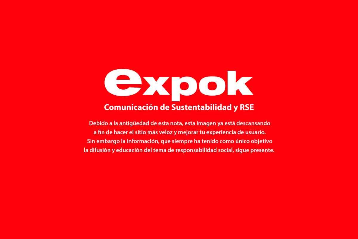Campo de energía eólica via Shutterstock