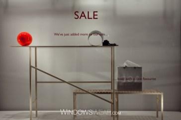 vitrine minimalista Cos Londres