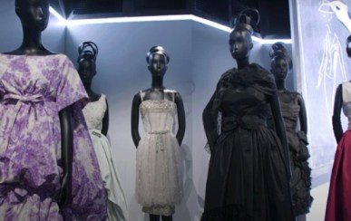 """Christian Dior, Designer of Dreams"" Foto capturada via canal Youtube Christian Dior"