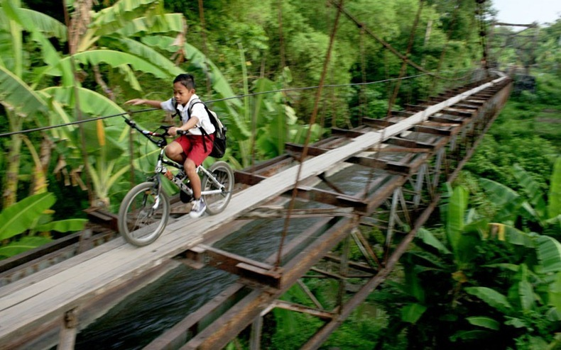 7_Aqueduct Uses as a Road, Indonesia