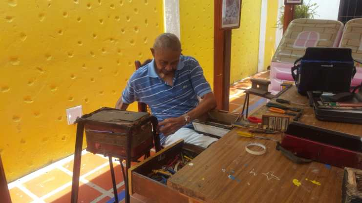 Ovidio Granados, juglar y artesano de los acordeones (2)