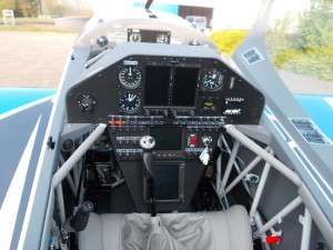 Extra330LT-panel