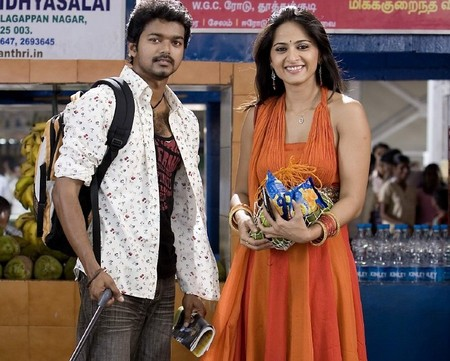 https://i2.wp.com/www.extramirchi.com/wp-content/uploads/2009/06/Vijay-Anushka-Vettaikaran-Movie-still.jpg